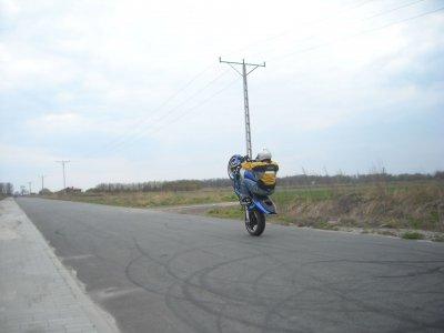wheelie5.jpg