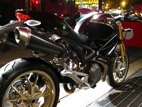 Ducati Monster 1100 - randomduck